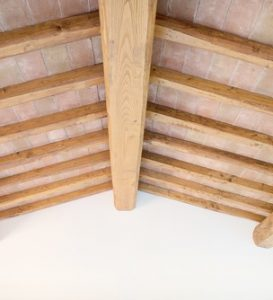 Different-Ways-You-Can-Restore-Oak-Beams.jpg